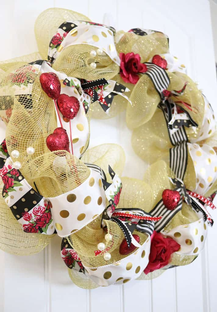 how to make a gold deco mesh wreath for Valentine's