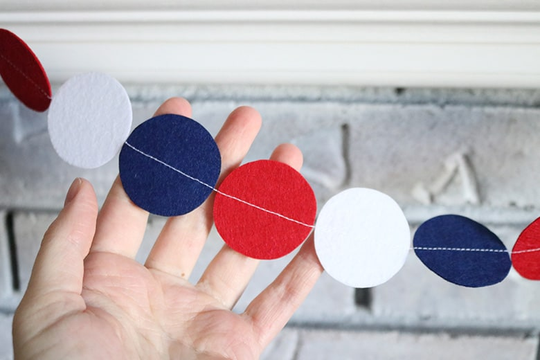 Make this easy felt circle garland for any holiday! I use mine as decoration for my mantel, but it would be great for party decor, draped over a table runner, or hung from a banister. Easy beginning sewing project!